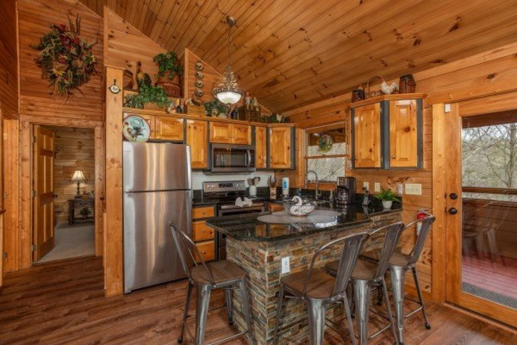 Photo of a Sevierville Cabin named Fowl Play - This is the thirteenth photo in the set.