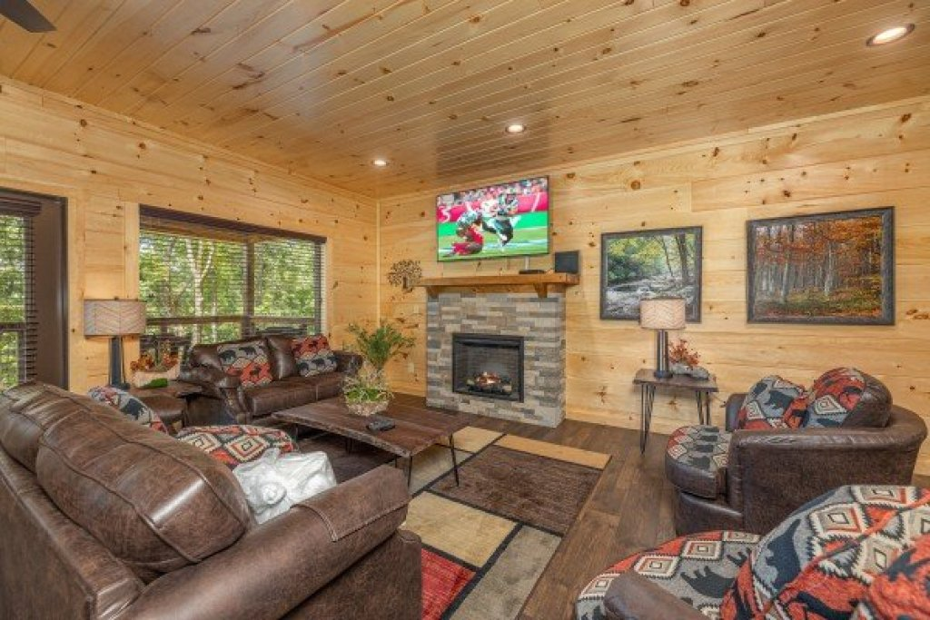 Photo of a Sevierville Cabin named Heavenly Daze - This is the fourteenth photo in the set.
