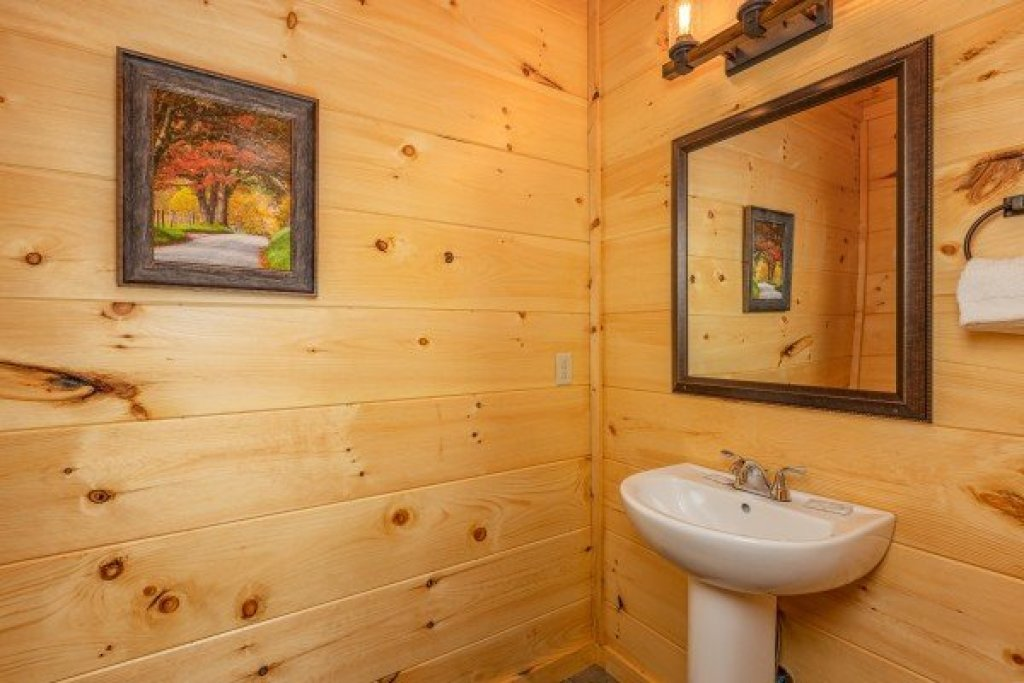 Photo of a Sevierville Cabin named Heavenly Daze - This is the nineteenth photo in the set.