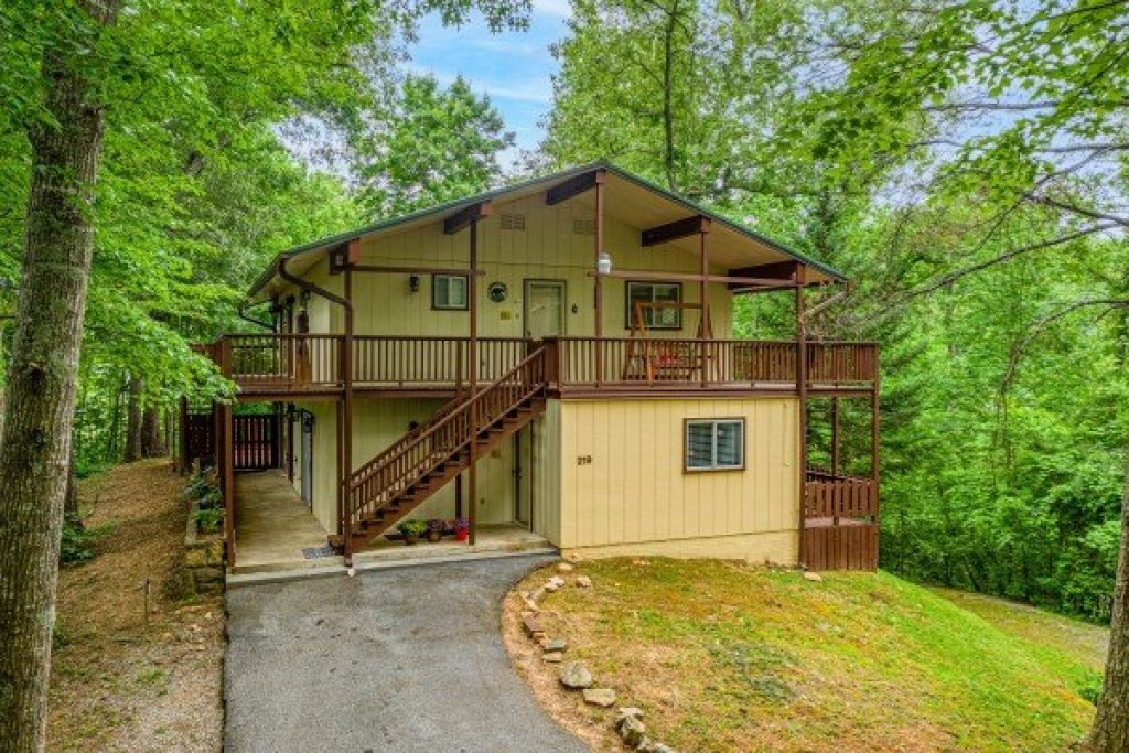 Photo of a Gatlinburg Cabin named Buena Vista Getaway - This is the third photo in the set.