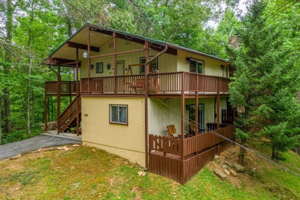 Photo of a Gatlinburg Cabin named Buena Vista Getaway - This is the fourth photo in the set.