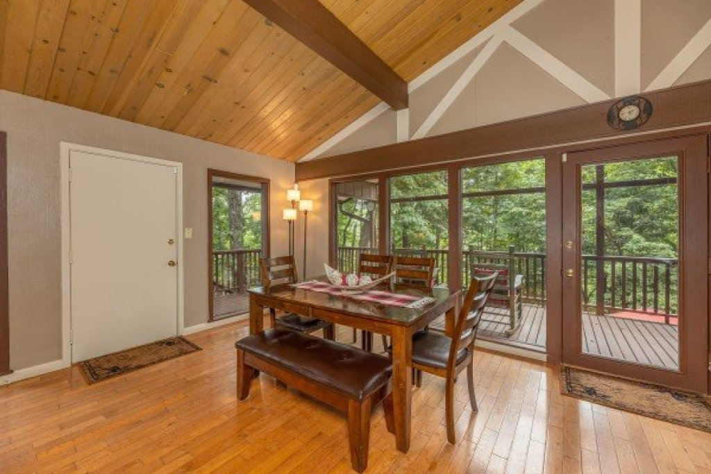 Photo of a Gatlinburg Cabin named Buena Vista Getaway - This is the sixteenth photo in the set.