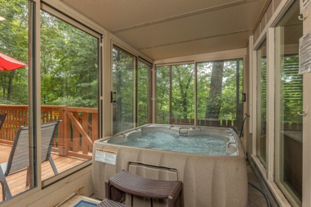 Photo of a Gatlinburg Cabin named Buena Vista Getaway - This is the twenty-eighth photo in the set.