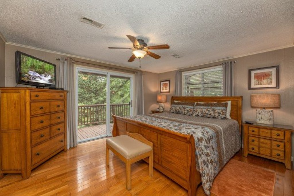 Photo of a Gatlinburg Cabin named Buena Vista Getaway - This is the twenty-second photo in the set.