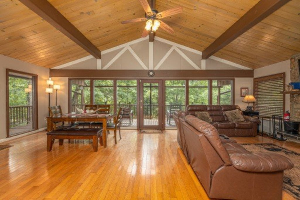Photo of a Gatlinburg Cabin named Buena Vista Getaway - This is the seventeenth photo in the set.