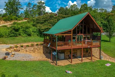 Free Tickets   Game Room, Fire-pit, Hot Tub, Air Hockey, Pool Table, Secluded
