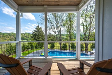 Upscale 2 Bedroom, Private Outdoor Heated Pool Hot Tub, Free Attractions