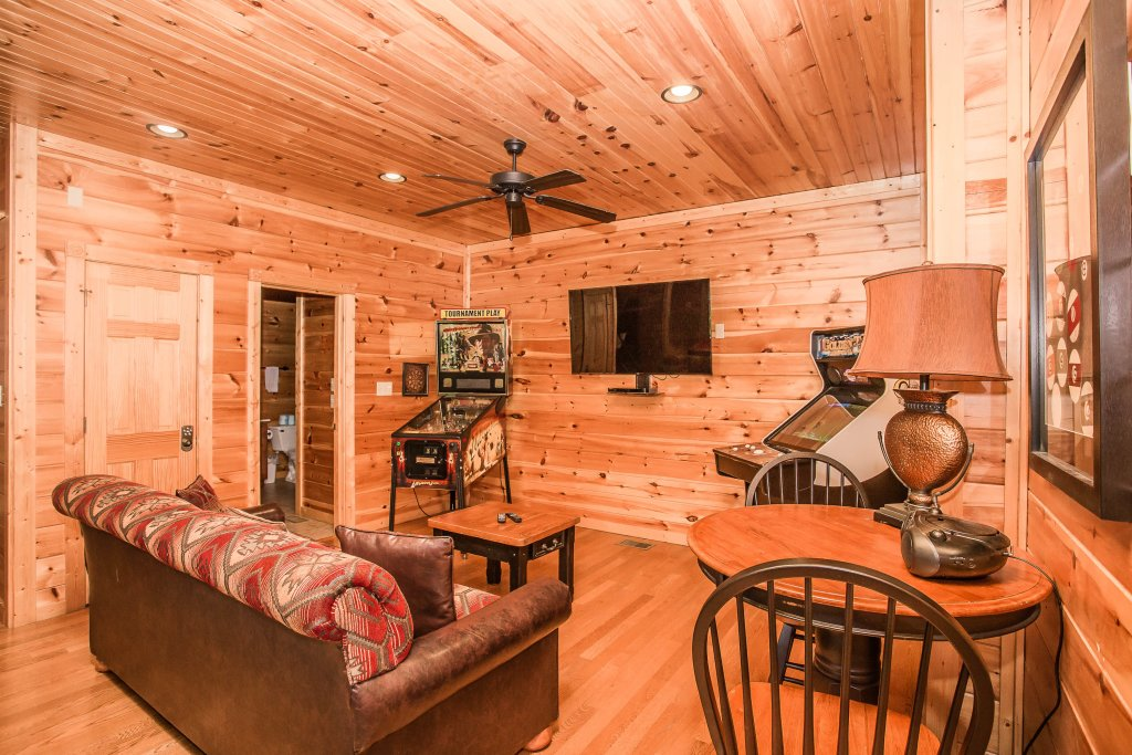 Photo of a Gatlinburg Cabin named Heavenly Hilltop Getaway - This is the twentieth photo in the set.