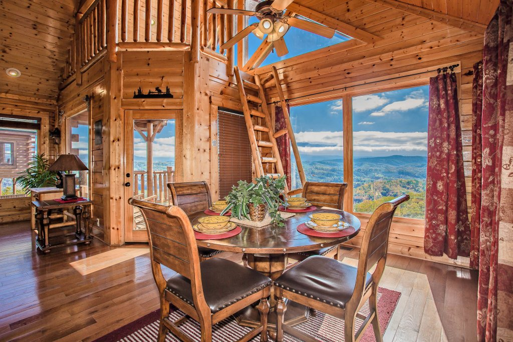 Photo of a Pigeon Forge Cabin named Heavenly High - This is the third photo in the set.