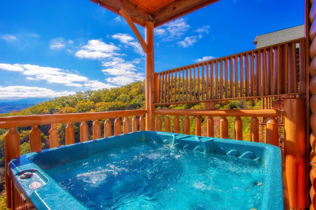Photo of a Pigeon Forge Cabin named Heavenly High - This is the second photo in the set.