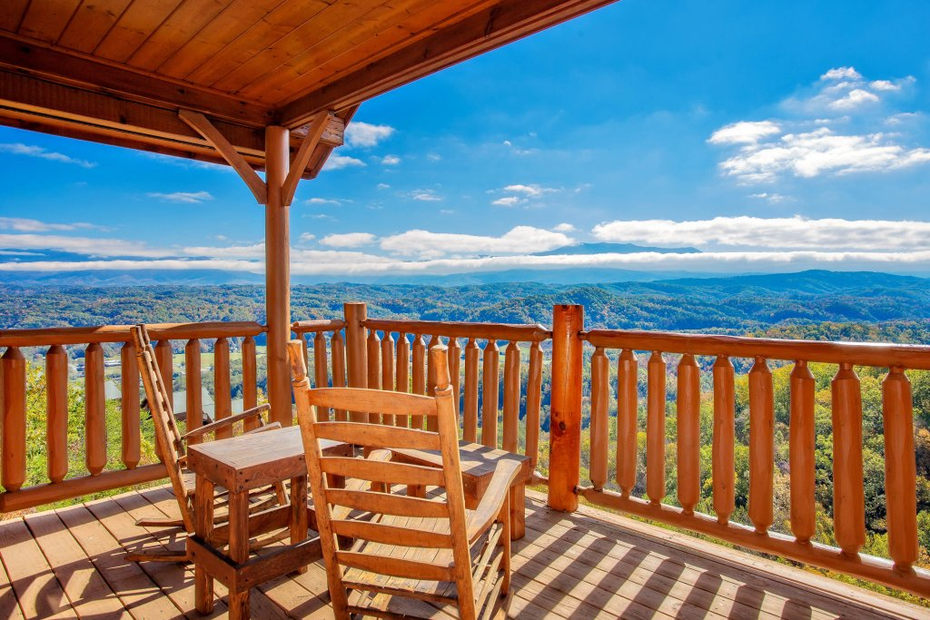 Photo of a Pigeon Forge Cabin named Heavenly High - This is the first photo in the set.