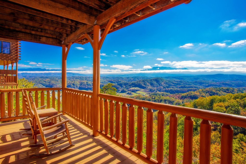 Photo of a Pigeon Forge Cabin named Heavenly High - This is the sixth photo in the set.