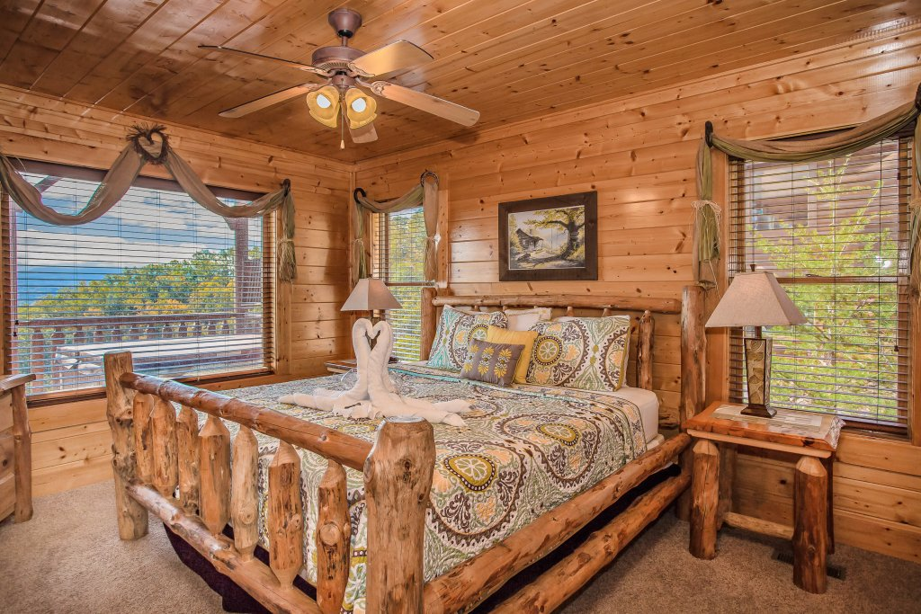 Photo of a Pigeon Forge Cabin named Heavenly High - This is the eighth photo in the set.