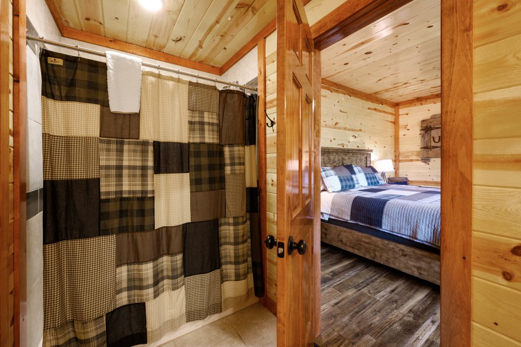 Photo of a Sevierville Cabin named Lazy Bear Lodge - This is the fifteenth photo in the set.