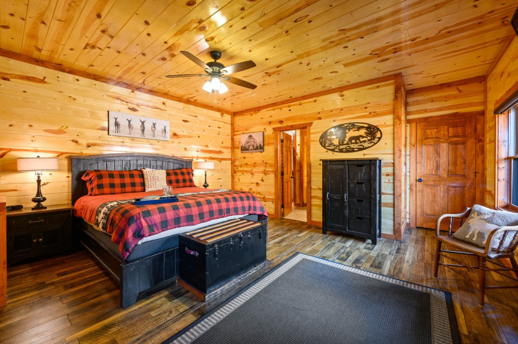 Photo of a Sevierville Cabin named Lazy Bear Lodge - This is the eighteenth photo in the set.