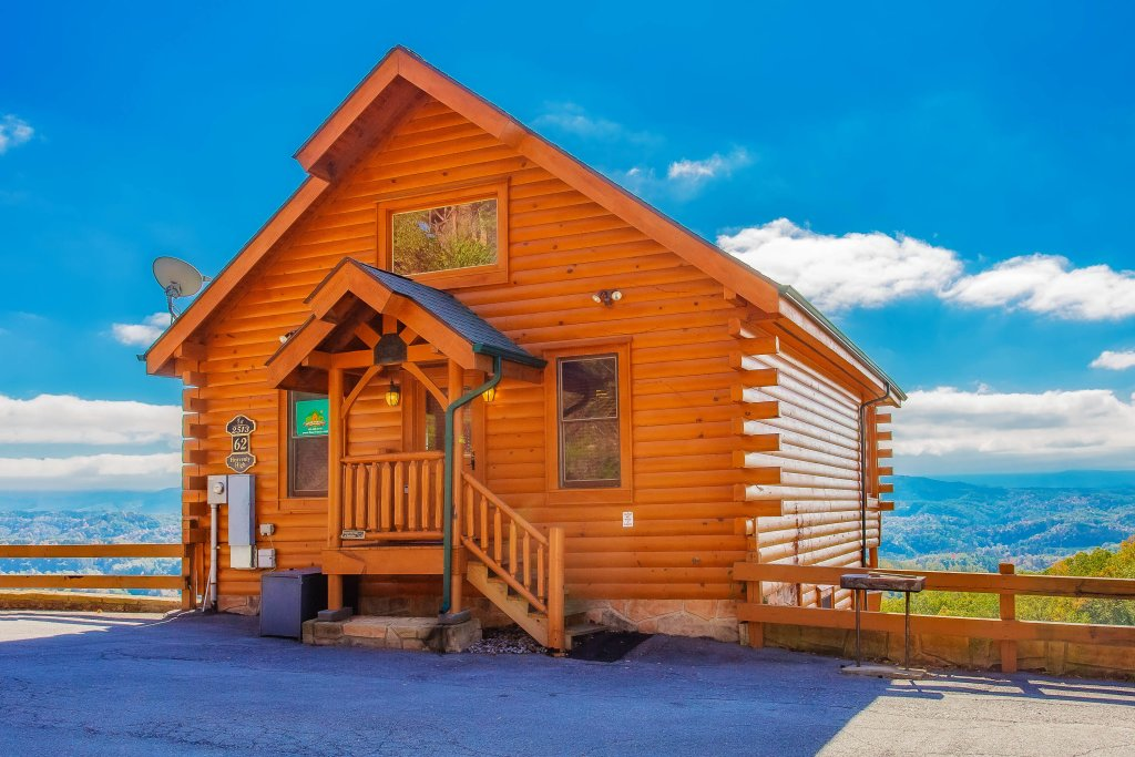 Photo of a Pigeon Forge Cabin named Heavenly High - This is the fourth photo in the set.