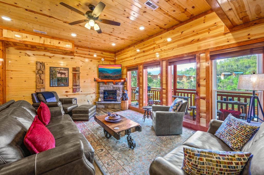 Photo of a Sevierville Cabin named Lazy Bear Lodge - This is the twenty-third photo in the set.