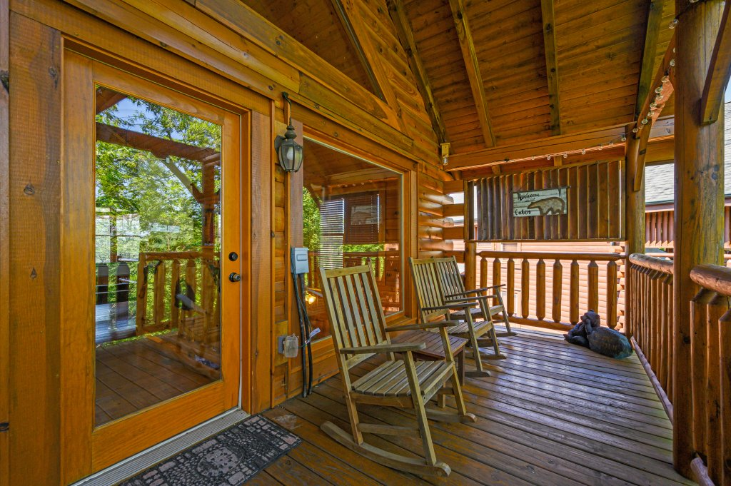 Photo of a Sevierville Cabin named Bearslide Inn - This is the thirty-seventh photo in the set.