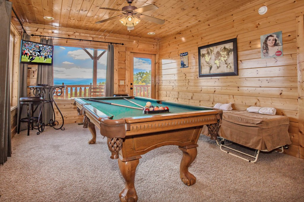 Photo of a Pigeon Forge Cabin named Heavenly High - This is the fifth photo in the set.