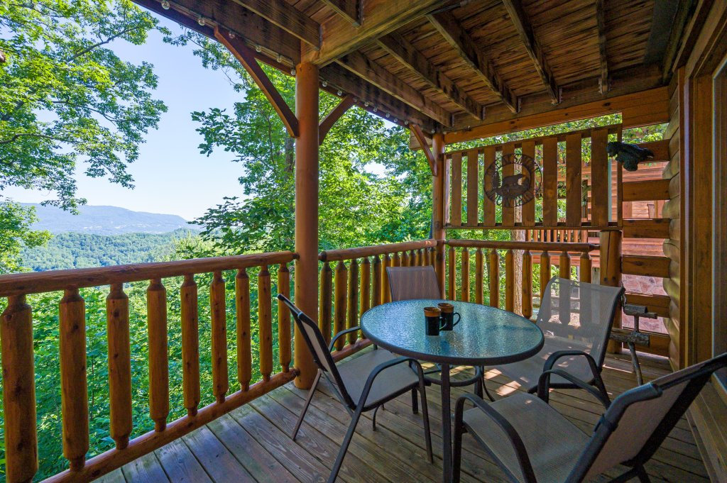 Photo of a Sevierville Cabin named Bearslide Inn - This is the eleventh photo in the set.