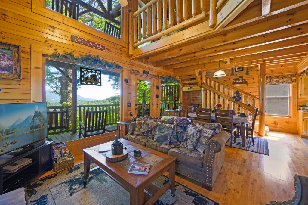 Photo of a Sevierville Cabin named Bearslide Inn - This is the third photo in the set.