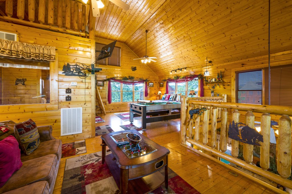 Photo of a Sevierville Cabin named Bearslide Inn - This is the eighth photo in the set.