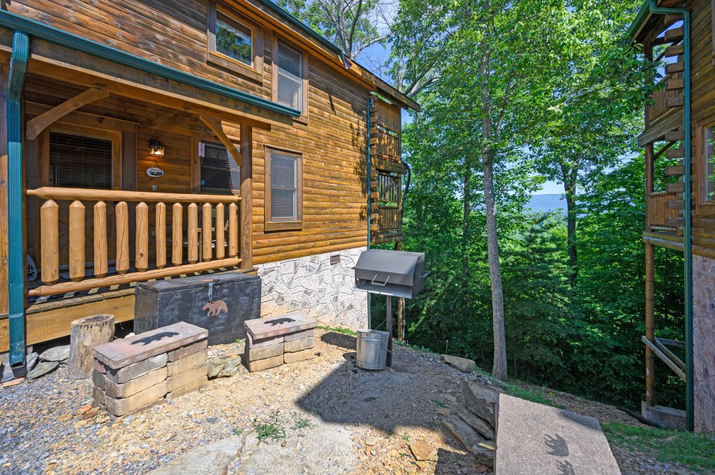 Photo of a Sevierville Cabin named Bearslide Inn - This is the thirteenth photo in the set.
