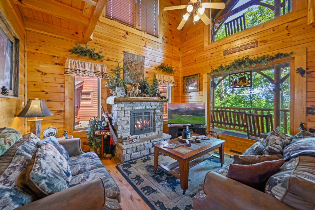 Photo of a Sevierville Cabin named Bearslide Inn - This is the fourth photo in the set.