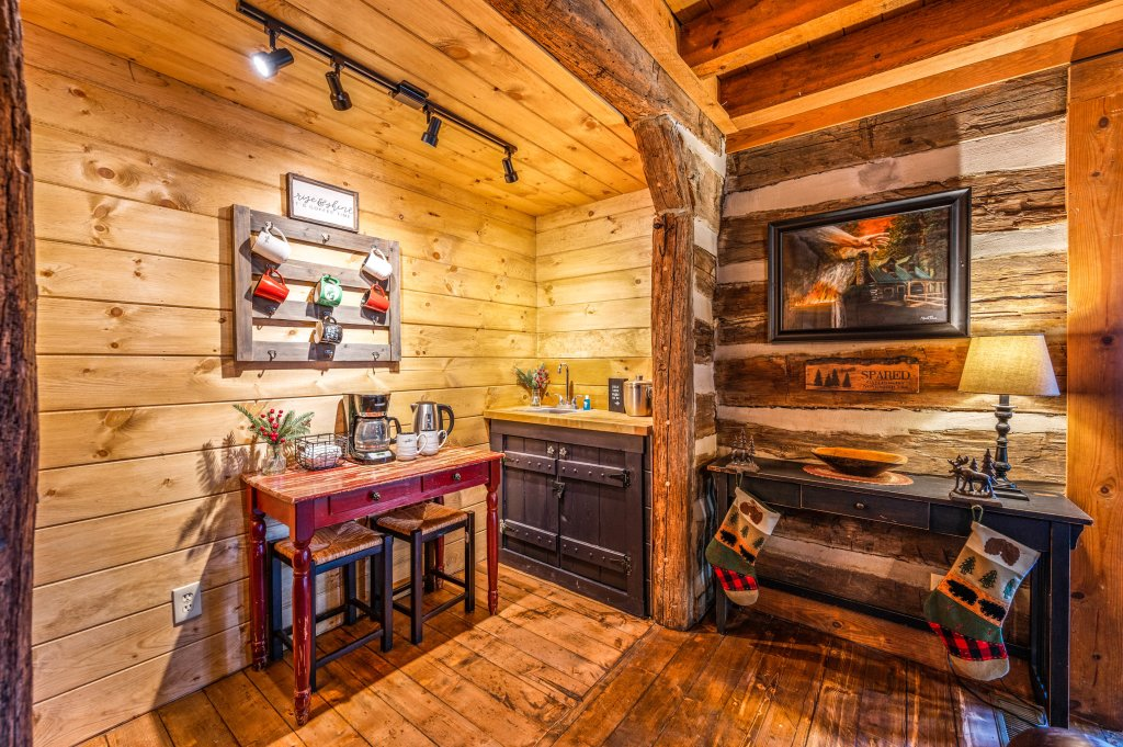 Photo of a Gatlinburg Cabin named Blessed Beyond Measure - This is the eighteenth photo in the set.
