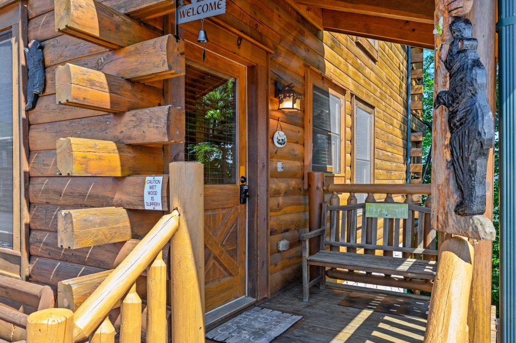 Photo of a Sevierville Cabin named Bearslide Inn - This is the thirty-ninth photo in the set.