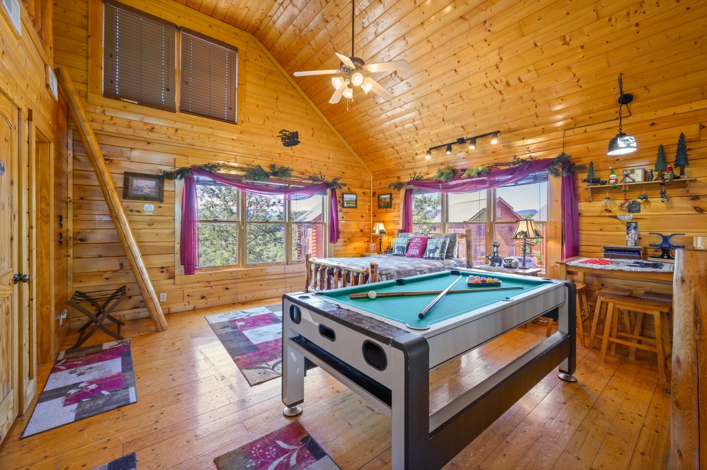 Photo of a Sevierville Cabin named Bearslide Inn - This is the thirty-first photo in the set.