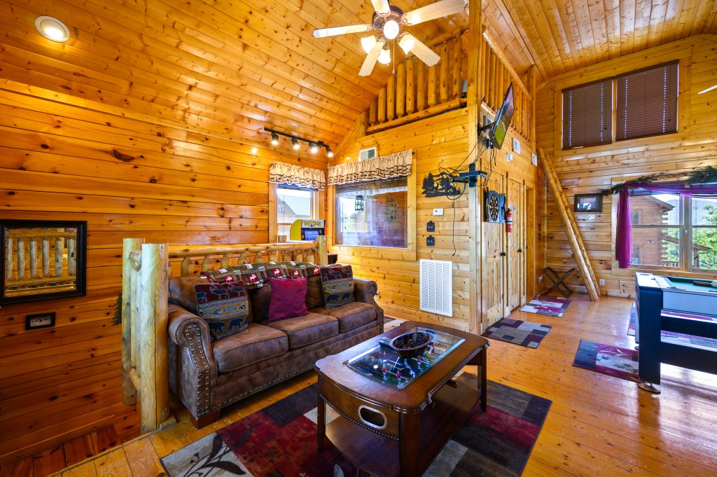 Photo of a Sevierville Cabin named Bearslide Inn - This is the twenty-ninth photo in the set.