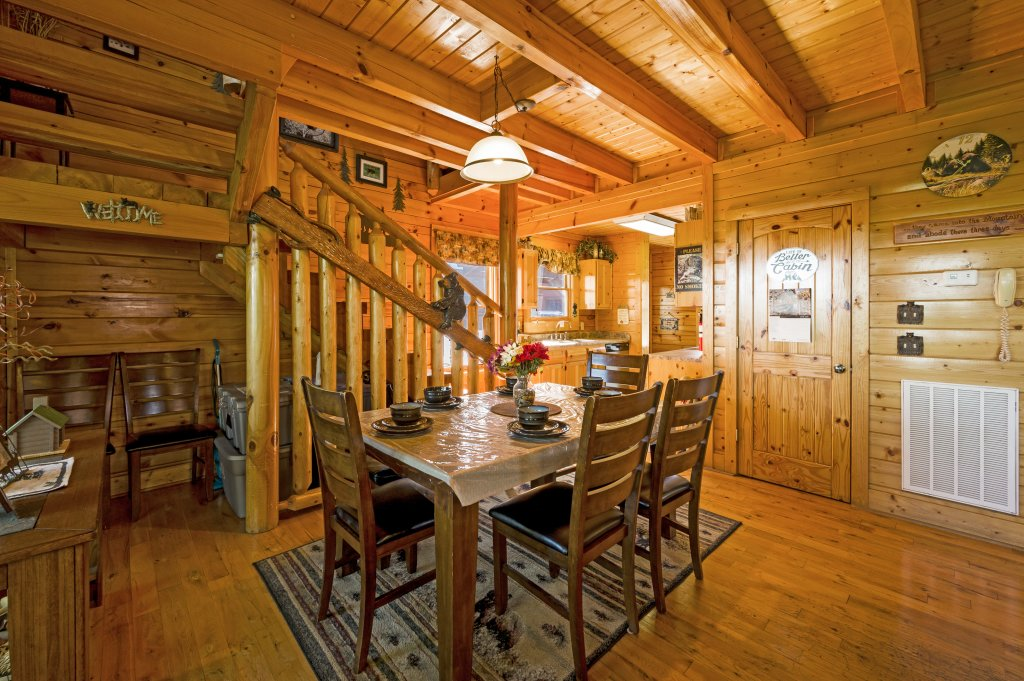 Photo of a Sevierville Cabin named Bearslide Inn - This is the twenty-fourth photo in the set.
