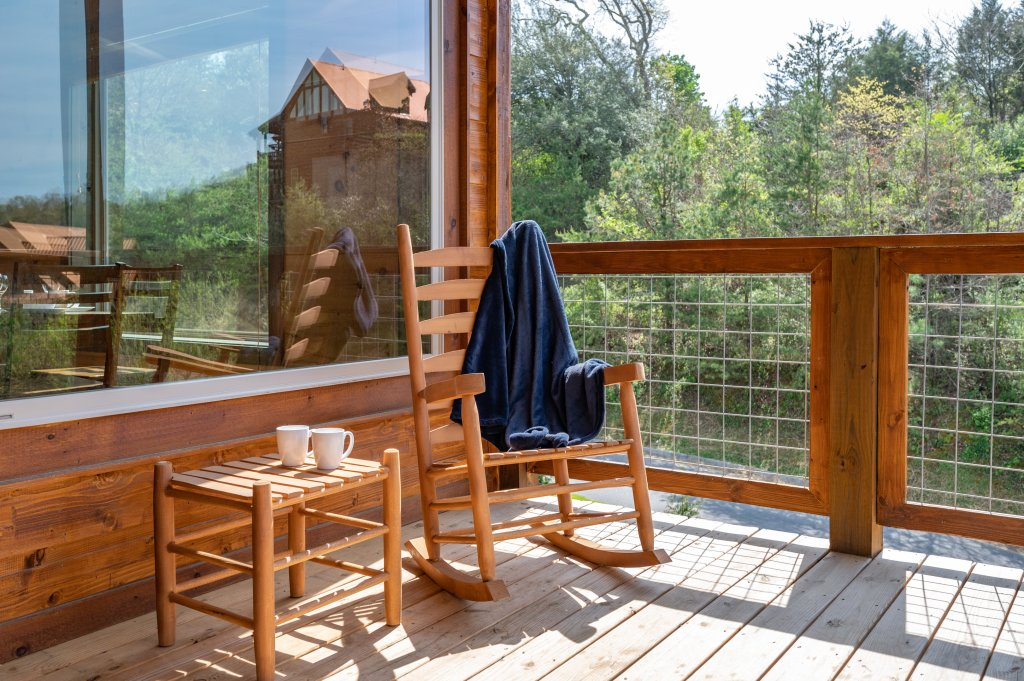 Photo of a Pigeon Forge Cabin named Bear Foot Retreat - This is the twenty-second photo in the set.