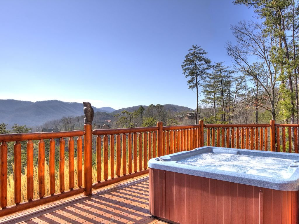 Photo of a Sevierville Cabin named Hackberry Lodge - This is the second photo in the set.
