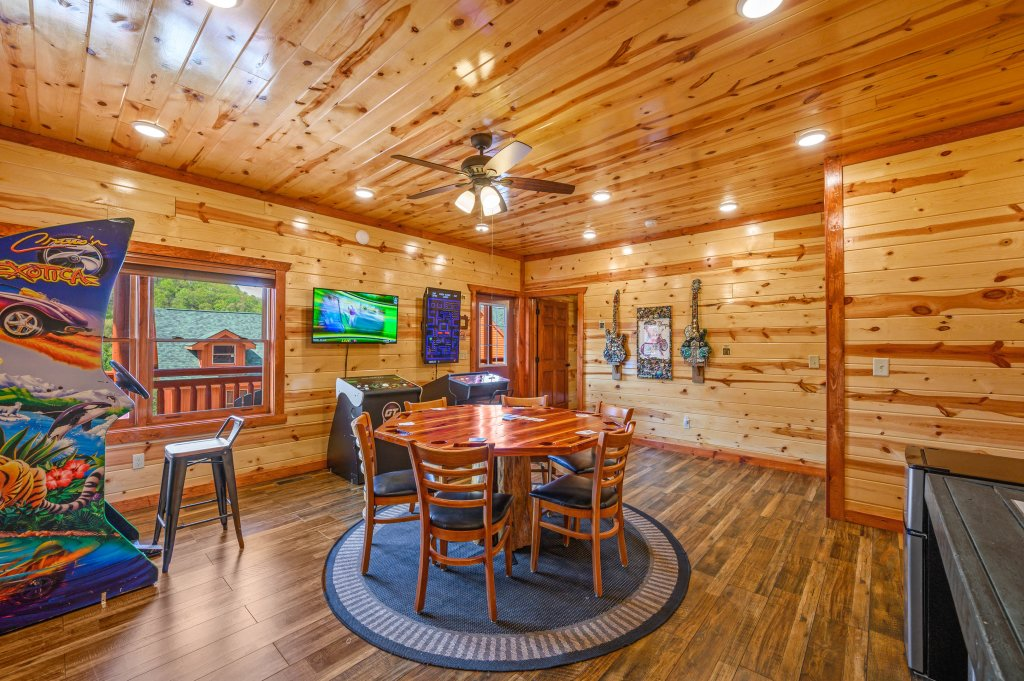 Photo of a Sevierville Cabin named Lazy Bear Lodge - This is the thirty-first photo in the set.