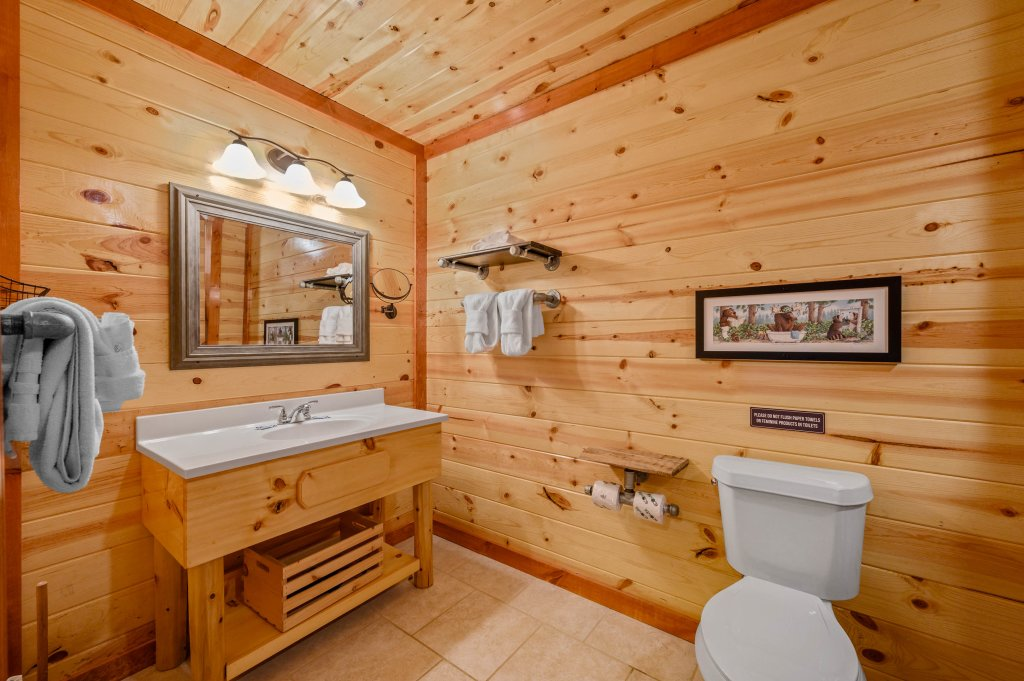 Photo of a Sevierville Cabin named Lazy Bear Lodge - This is the sixty-first photo in the set.