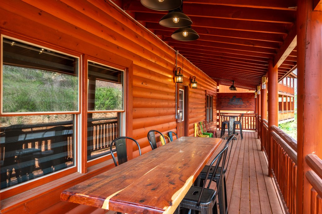Photo of a Sevierville Cabin named Lazy Bear Lodge - This is the thirty-fourth photo in the set.