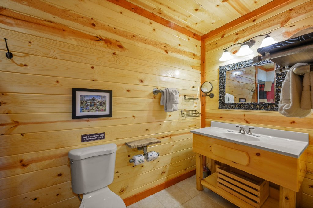 Photo of a Sevierville Cabin named Lazy Bear Lodge - This is the fifty-fifth photo in the set.