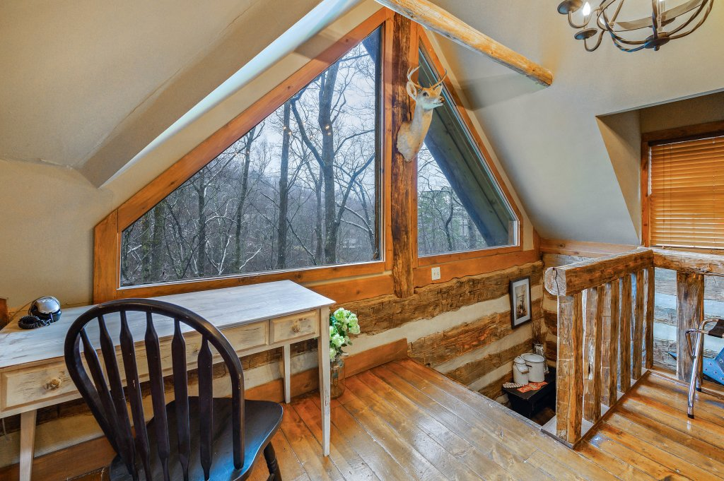 Photo of a Gatlinburg Cabin named Blessed Beyond Measure - This is the twenty-eighth photo in the set.