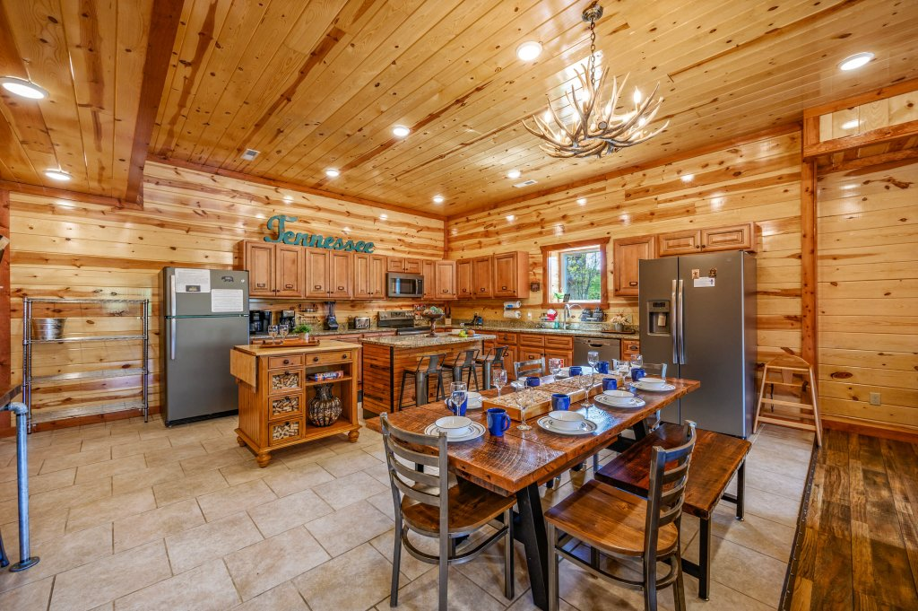 Photo of a Sevierville Cabin named Lazy Bear Lodge - This is the eighty-second photo in the set.