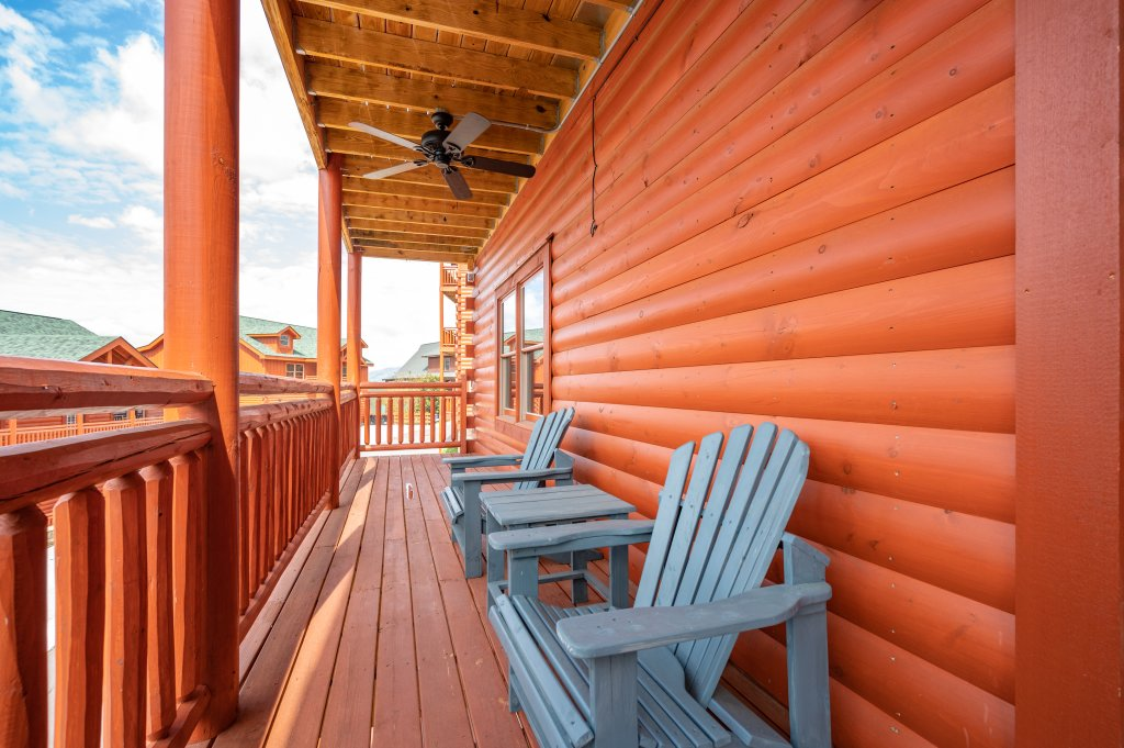 Photo of a Sevierville Cabin named Lazy Bear Lodge - This is the sixty-fifth photo in the set.