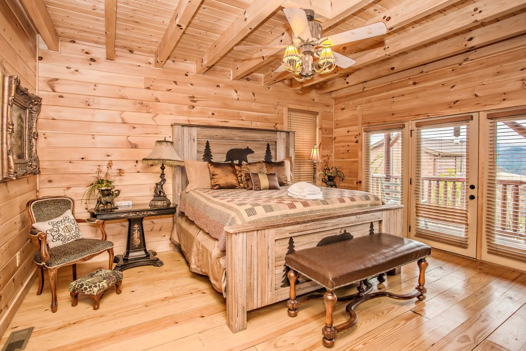 Photo of a Sevierville Cabin named Hackberry Lodge - This is the seventh photo in the set.