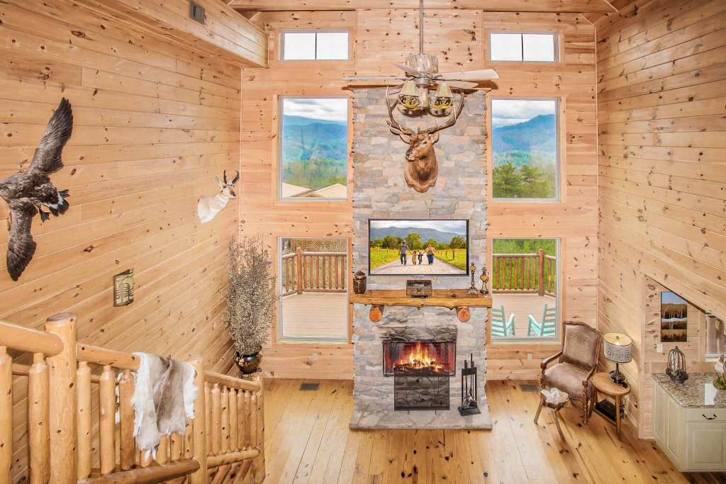 Photo of a Sevierville Cabin named Hackberry Lodge - This is the fifth photo in the set.