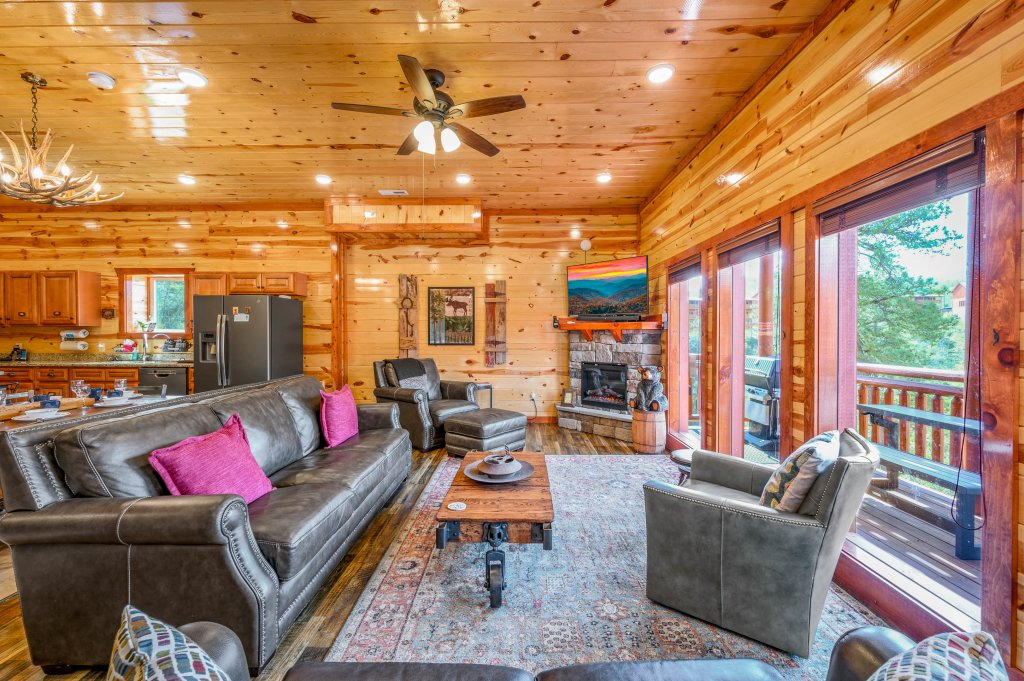 Photo of a Sevierville Cabin named Lazy Bear Lodge - This is the seventy-sixth photo in the set.
