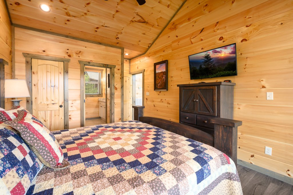 Photo of a Pigeon Forge Cabin named Bear Foot Retreat - This is the sixteenth photo in the set.