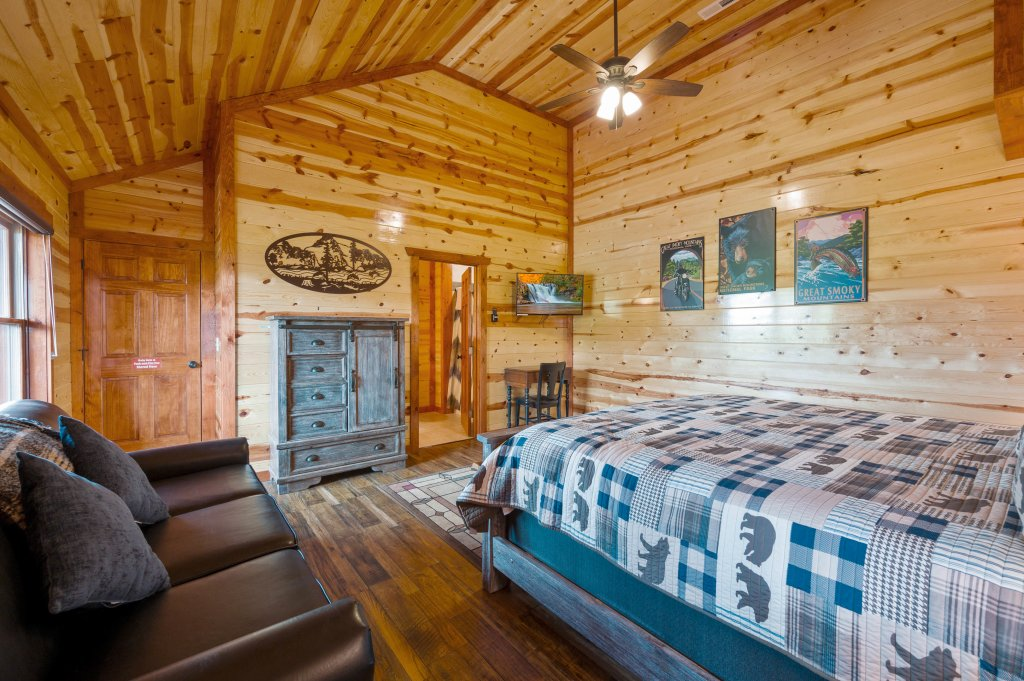 Photo of a Sevierville Cabin named Lazy Bear Lodge - This is the fifty-seventh photo in the set.
