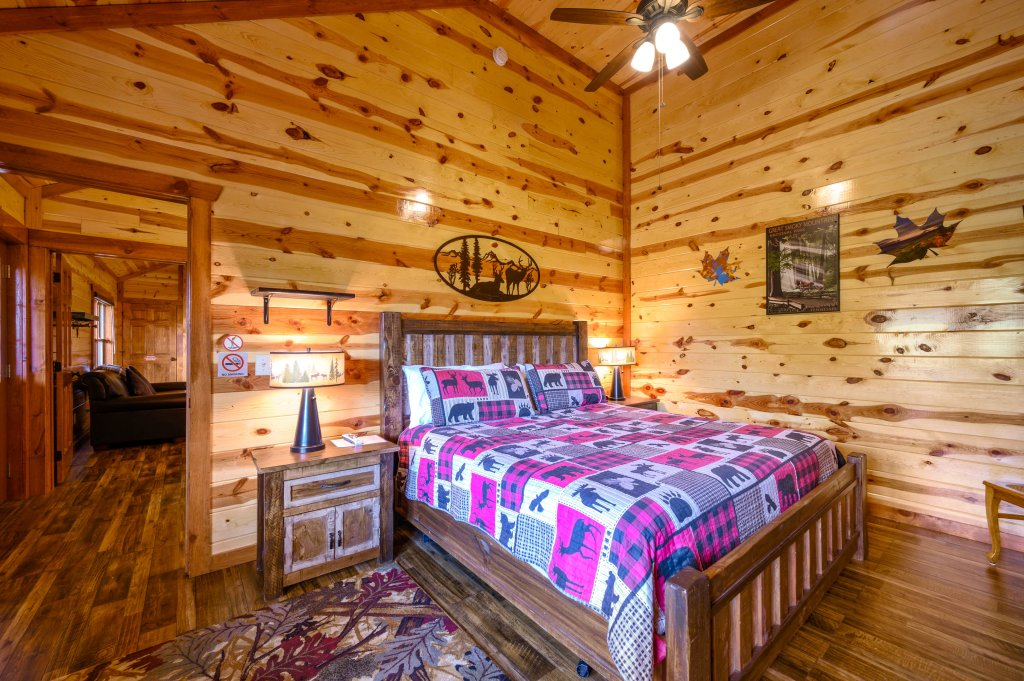 Photo of a Sevierville Cabin named Lazy Bear Lodge - This is the fifty-sixth photo in the set.