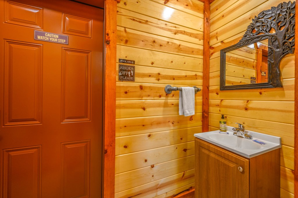 Photo of a Sevierville Cabin named Lazy Bear Lodge - This is the eighty-sixth photo in the set.