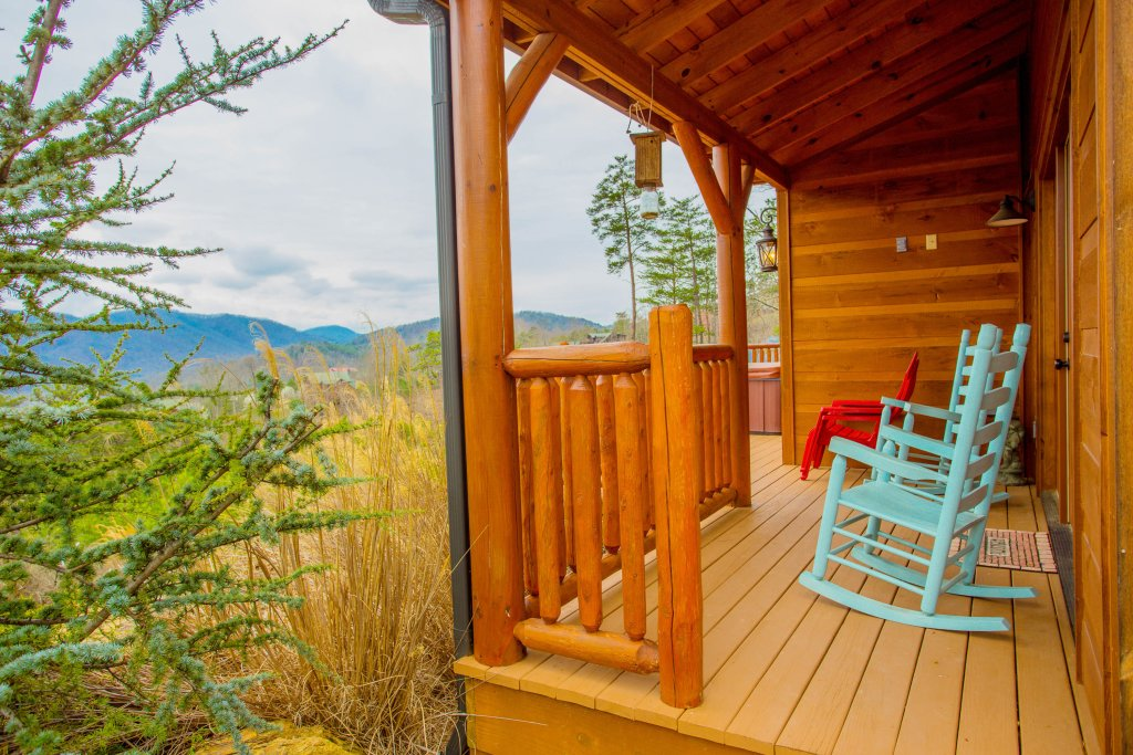 Photo of a Sevierville Cabin named Hackberry Lodge - This is the nineteenth photo in the set.
